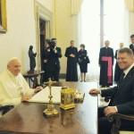 """CORESPONDENȚĂ. Președintele Klaus Iohannis: """"Considerăm că anul 2018 este potrivit pentru vizita Papei Francisc I în România"""""""